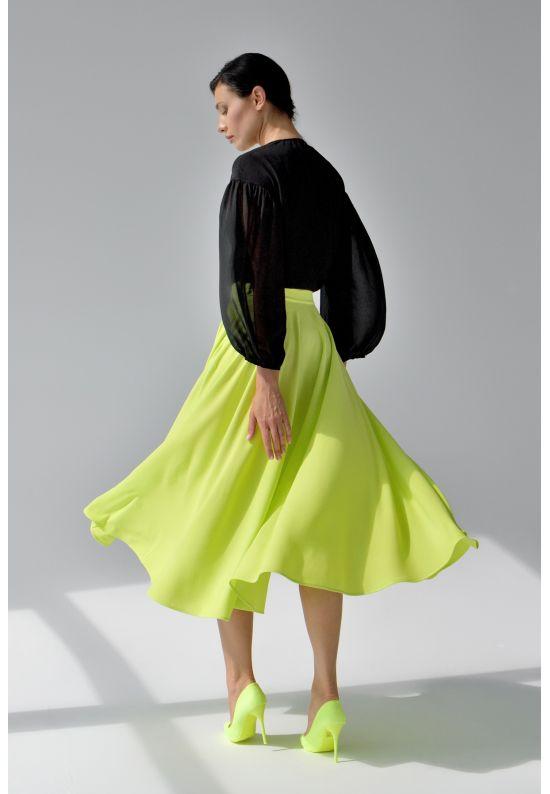 Яркая желтая юбка миди