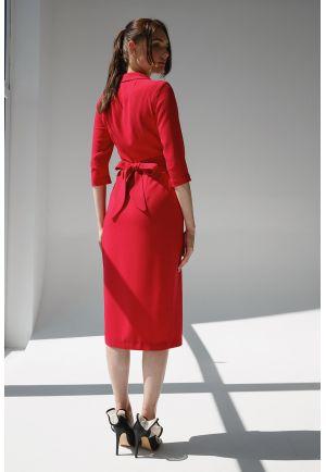 Малиновое платье миди на запах