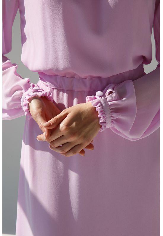 Нежно-розовое воздушное платье длины миди