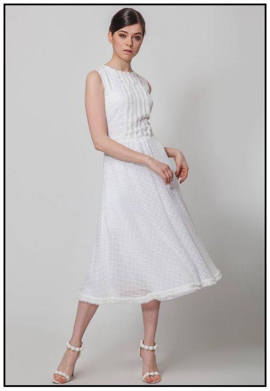 Легкое молочное платье миди