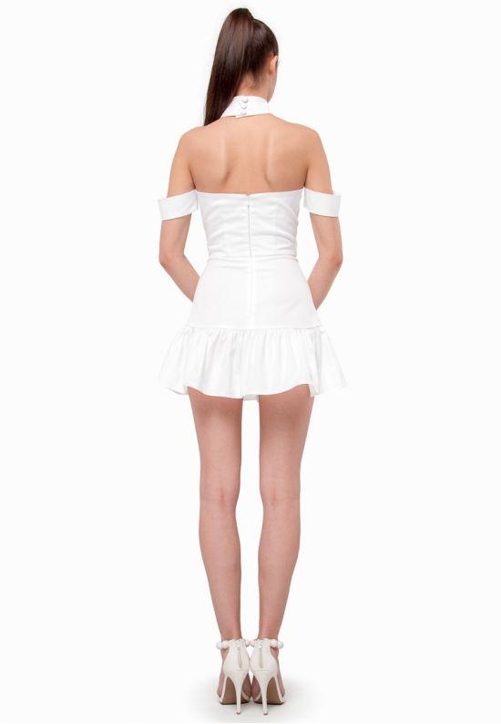Белое мини платье с чокером