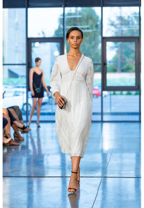 Белое нежное платье миди