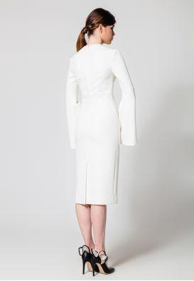 Белое платье-футляр с рукавами-клеш
