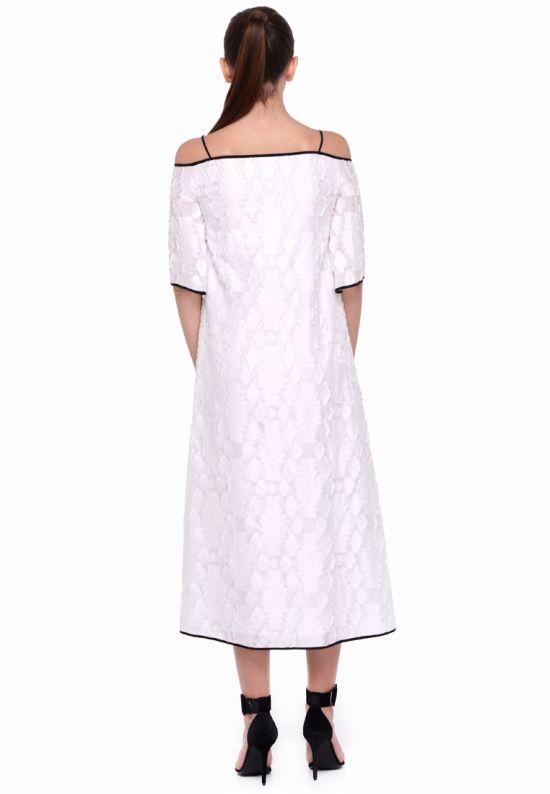 Белое платье из фактурной ткани