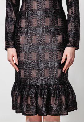 Черное платье миди со сборкой