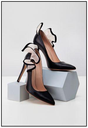 Черные туфли с рюшами