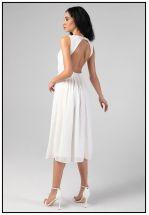 Эффектное белое платье с открытой спиной