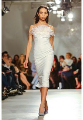 Эксклюзивное белое платье со страусиными перьями
