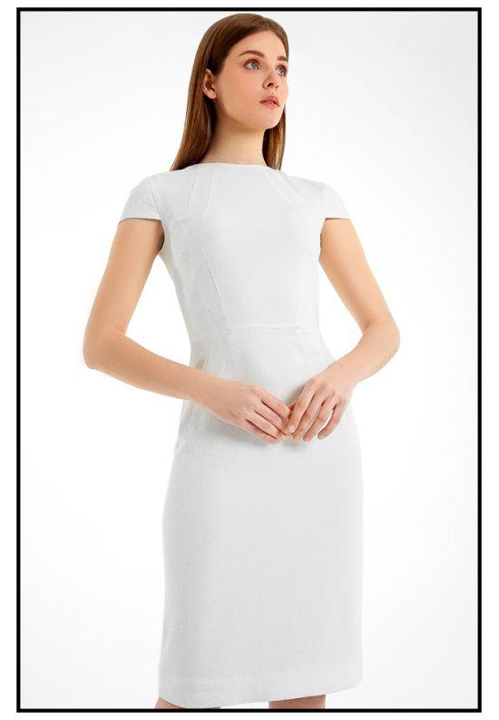 Элегантное молочное платье-футляр