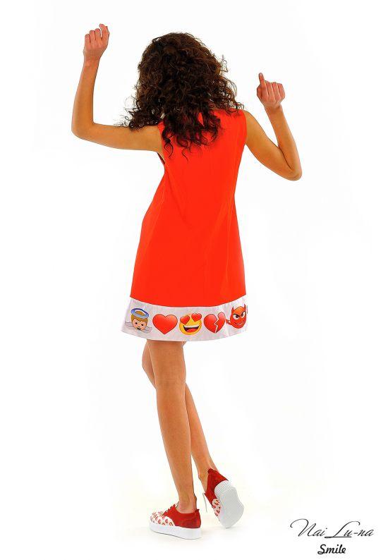 Кокетливое платье трапеция ярко-красного цвета