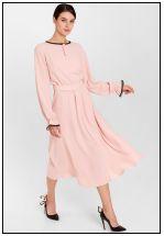 Коктейльное платье миди в пудровом цвете