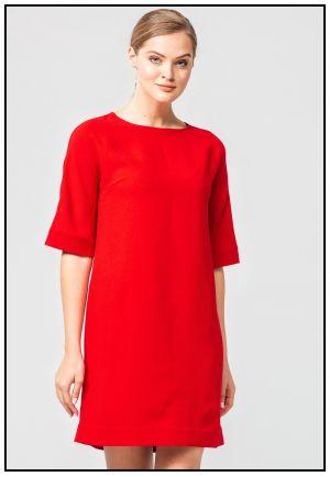 Красное платье прямого силуэта