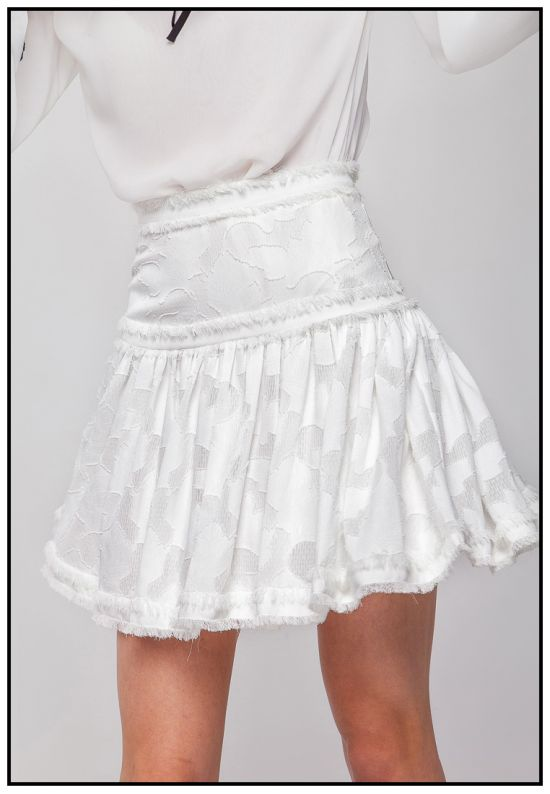 Нежная молочная мини-юбка