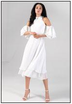 Нежное белое платье миди с открытыми плечами