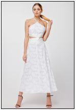 Нежное платье миди с открытыми плечами