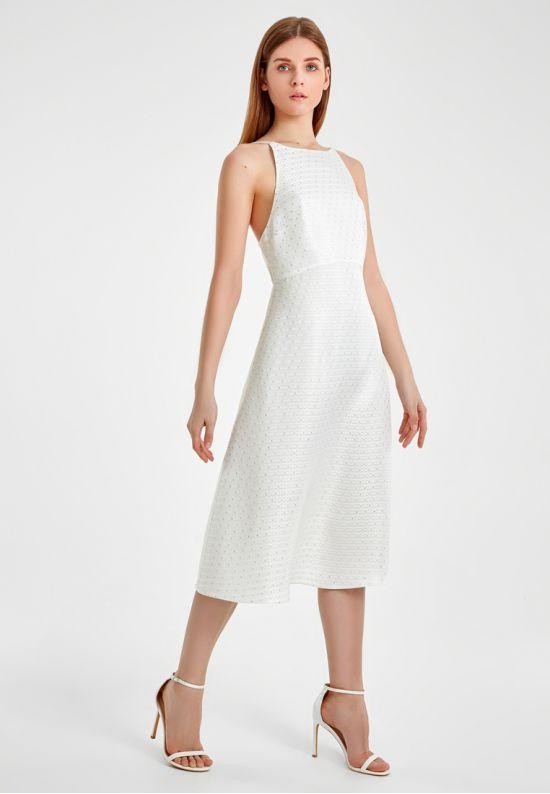 Нежное платье с открытой спиной