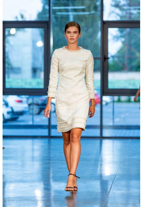 Платье из плотного фактурного шелка