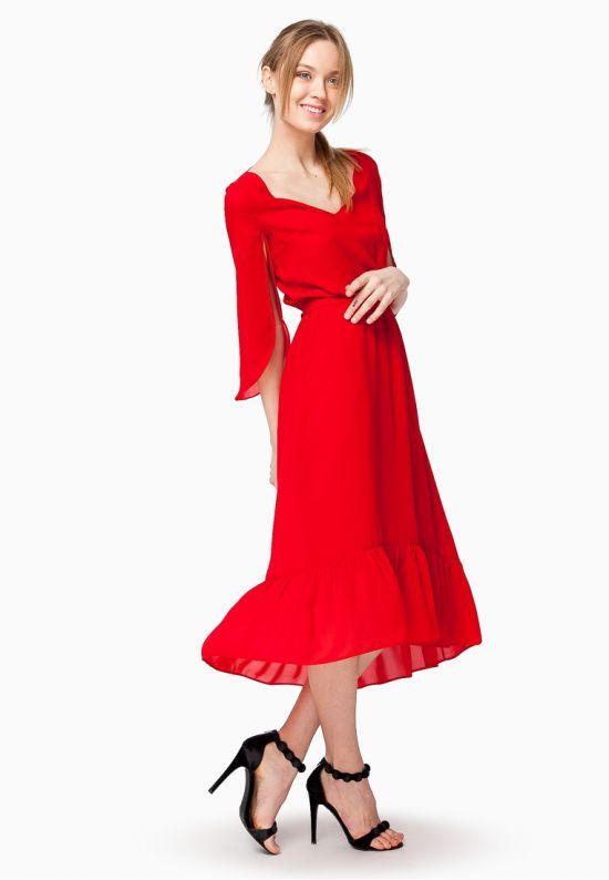 Платье из струящегося красного шифона