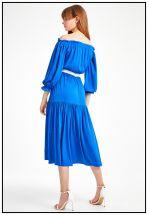 Шелковое платье с открытыми плечами
