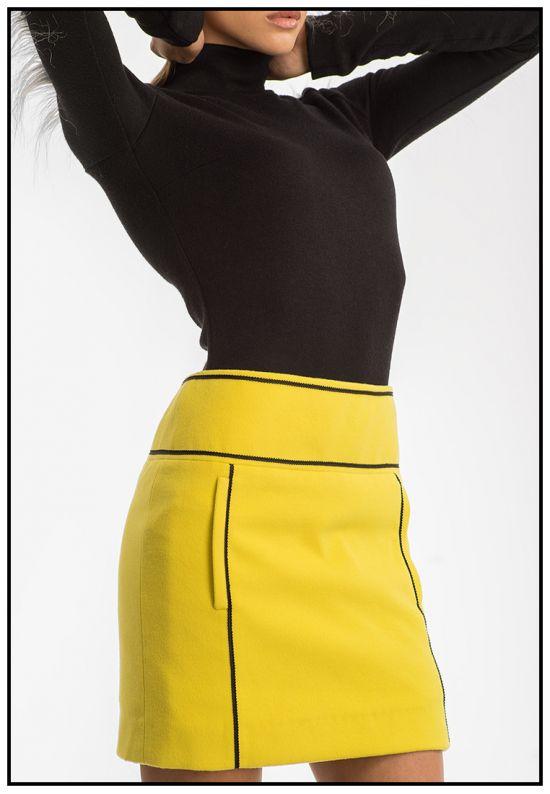 Ярко-желтая юбка мини