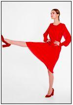 Яркое красное платье миди